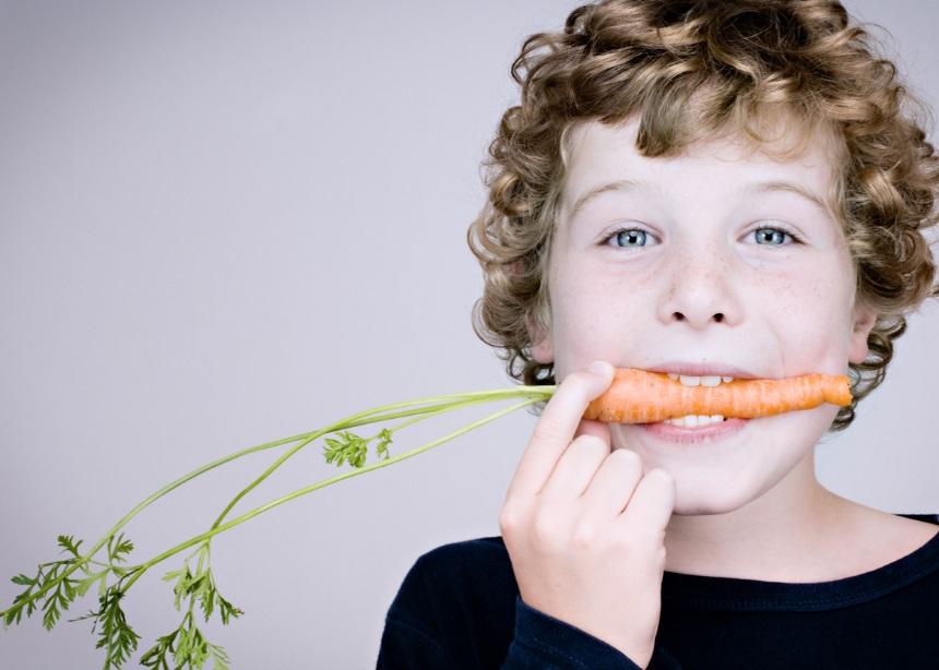 Υγιεινή διατροφή: Τέσσερις τρόποι για να βοηθήσεις το μικρό σου να τρέφεται σωστά