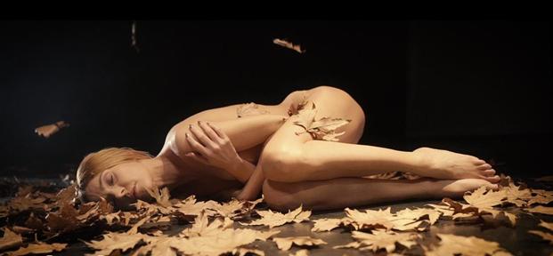"""Τάμτα:  Ολόγυμνη στο νέο της video clip """"Πες μου αν τολμάς""""!"""