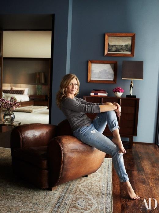 jenniferaniston 3 - Jennifer Aniston: Φωτογραφίζεται (επιτέλους!) στην υπερπολυτελή μονοκατοικία της στο Bel Air