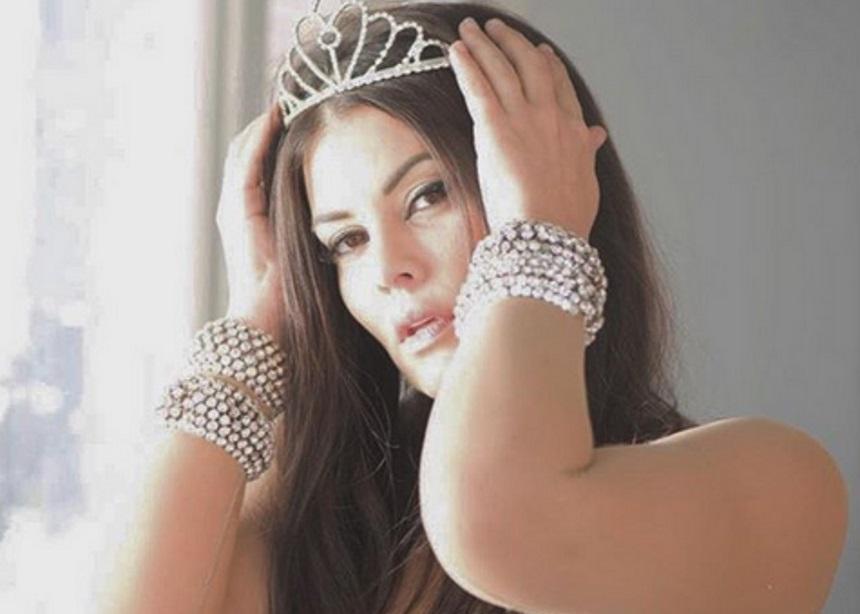 Μαρία Κορινθίου: Ποζάρει με το σέξι φόρεμα της παράστασης που προκάλεσε σάλο! | tlife.gr