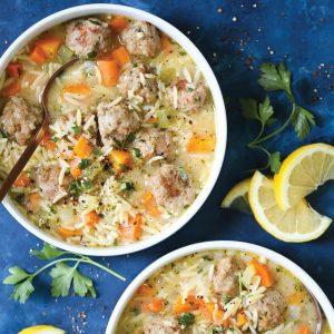 Σούπα με κεφτεδάκια κοτόπουλου, λαχανικά και κριθαράκι