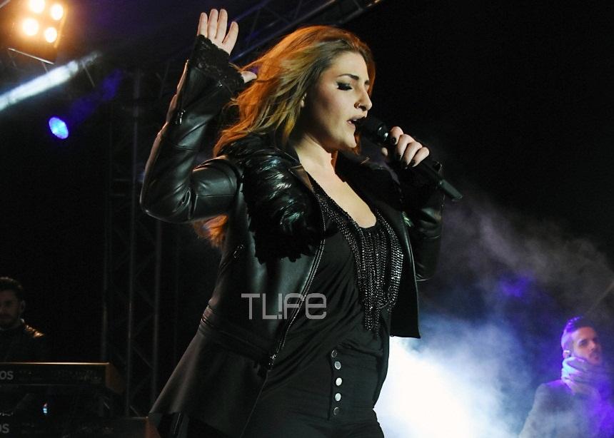 Έλενα Παπαρίζου: Κομψή και σέξι στην αποκριάτικη συναυλία της[pics,vid] | tlife.gr