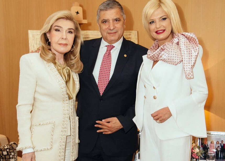 Μαρίνα Πατούλη: Στο πλευρό του συζύγου της σε επίσημη εκδήλωση | tlife.gr