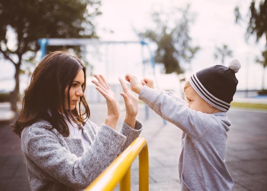 Τα 5 λάθη που δεν πρέπει ποτέ να κάνεις όταν επισκέπτεστε την παιδική χαρά
