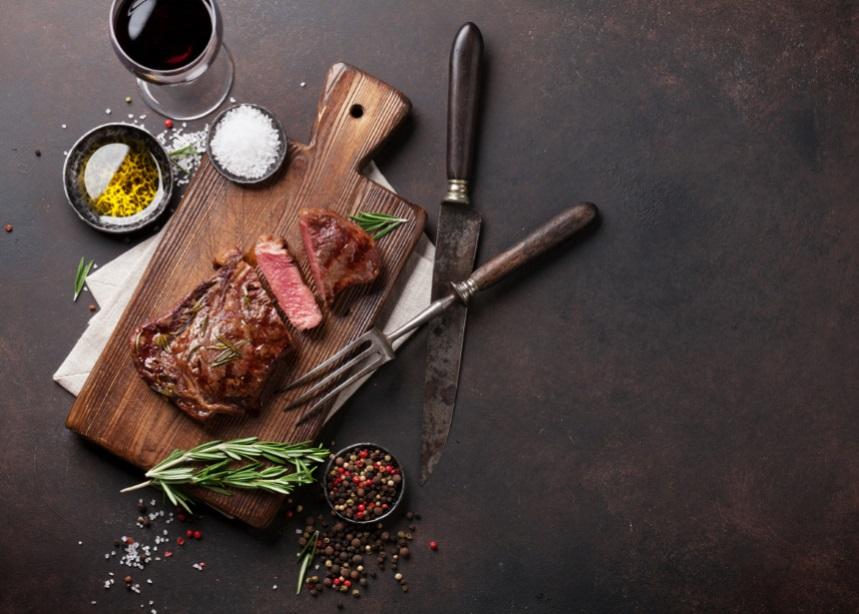Τσικνοπέμπτη: Πώς να ψήσεις τα τέλεια μοσχαρίσια steaks όταν δεν διαθέτεις… ψησταριά