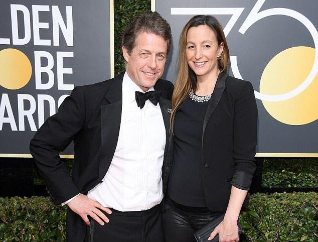 Ο Hugh Grant έγινε πατέρας για πέμπτη φορά! Το αποκάλυψε η πρώην σύντροφός του Elizabeth Hurley | tlife.gr