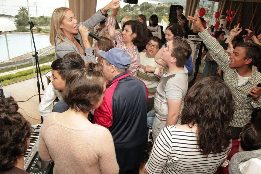 Αμαρυλλίς: Τραγούδησε και μοίρασε χαρά και χαμόγελα στους μικρούς φίλους της! [pics] | tlife.gr