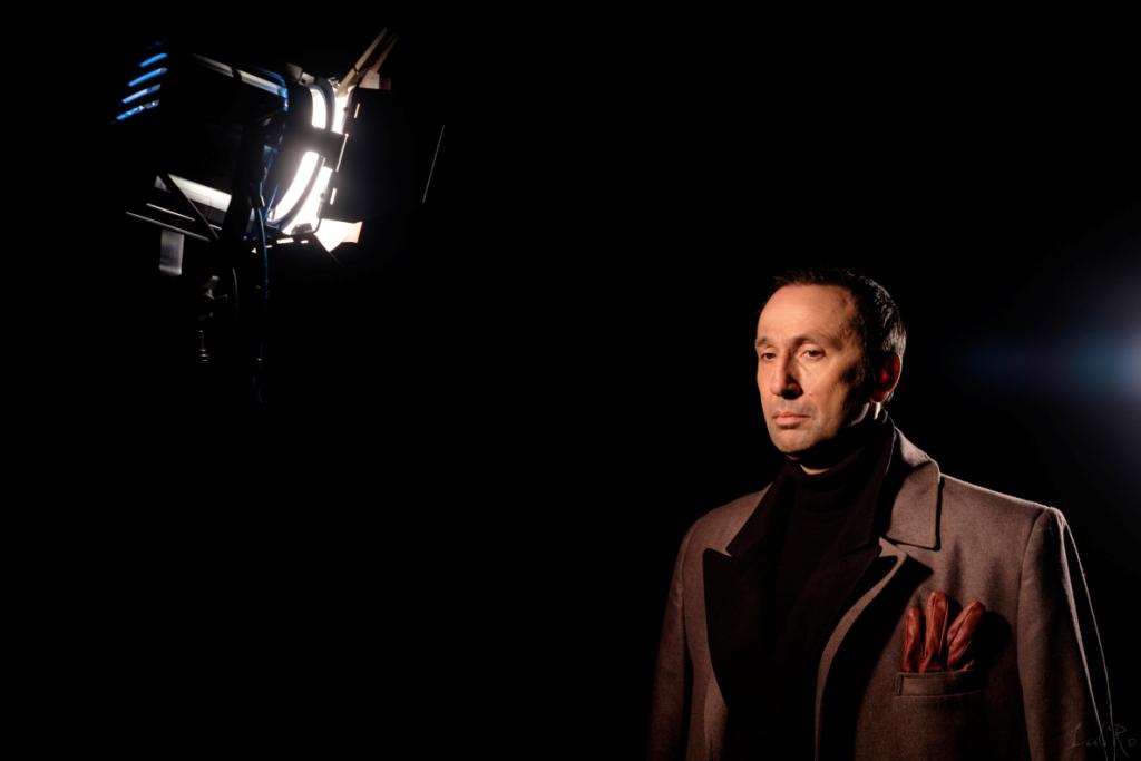 Ο Ρένος Χαραλαμπίδης επιστρέφει στο θέατρο σε ρόλο έκπληξη! | tlife.gr