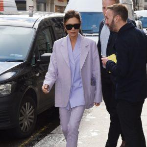 Η Victoria Beckham μόλις βρήκε ένα νέο τρόπο να κρατάς την τσάντα σου!