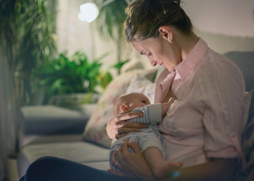 Προβλήματα στο θηλασμό και πώς αντιμετωπίζονται: Ο Δρ. Σπύρος Μαζάνης απαντά | tlife.gr