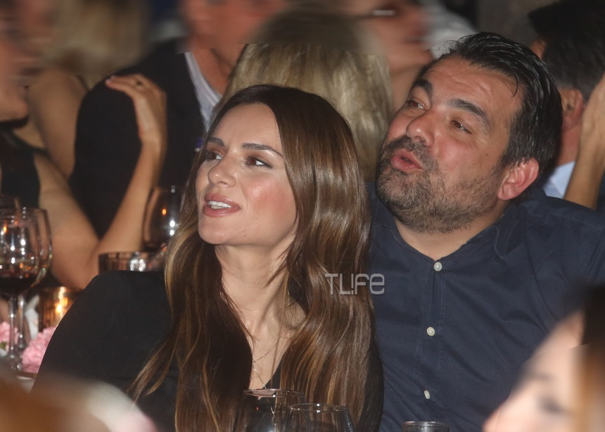 Ελένη Τσολάκη – Παύλος Πετρουλάκης: Σπάνια βραδινή έξοδος για το ζευγάρι [pics]