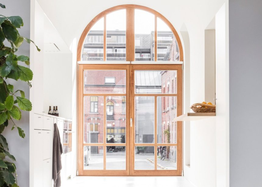 Ghent House: Το διατηρητέο σχολείο του Βελγίου που μεταμορφώθηκε σε ένα καινοτόμο σπίτι | tlife.gr