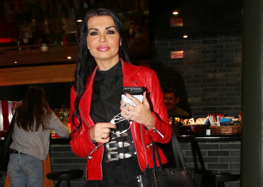 Νίνα Λοτσάρη: Απαντά στις φήμες αν είναι σε σχέση με νεαρό γοητευτικό άντρα | tlife.gr