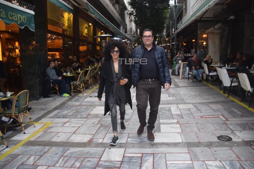 Μαρία Σολωμού: Βόλτα στο κέντρο της Αθήνας με τον ξάδελφό της! [pics]
