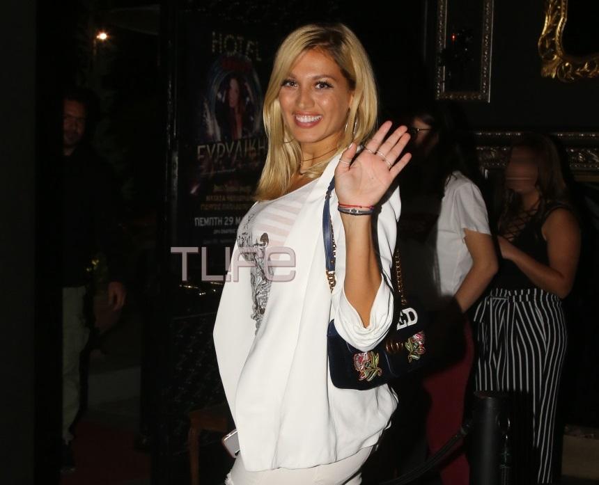 Κωνσταντίνα Σπυροπούλου: Η επιστροφή στην καθημερινότητα μετά το Survivor και η βραδινή έξοδος με total white look! [pics]