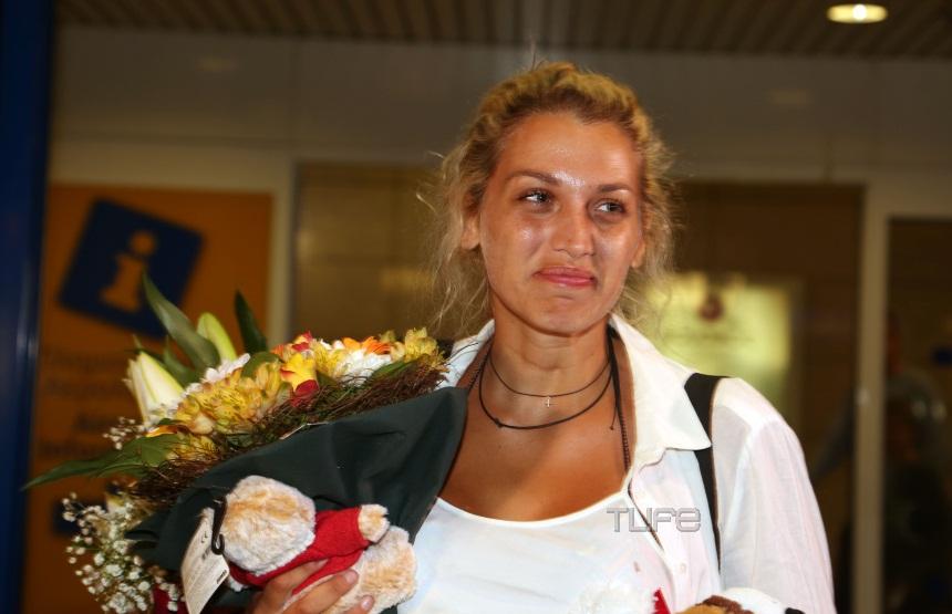 Κωνσταντίνα Σπυροπούλου: Καρέ – καρέ η επιστροφή της στην Ελλάδα – Συγκίνηση στο αεροδρόμιο [pics]