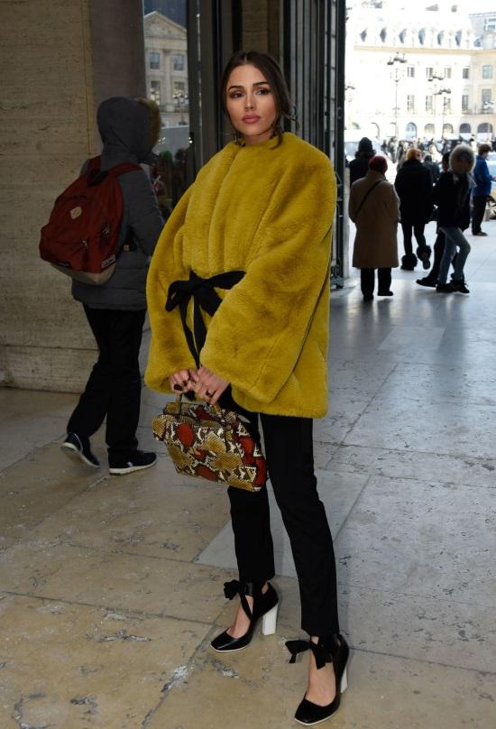 """Η Olivia Culpo έδωσε το """"παρών"""" στο show του Lanvin με μια κίτρινη γούνα 74d00e50f69"""