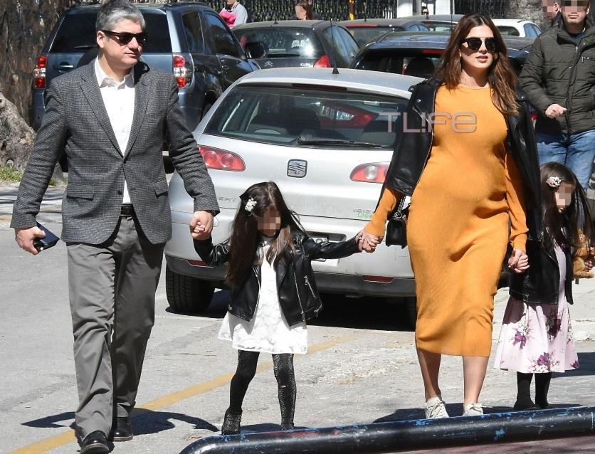 Σταματίνα Τσιμτσιλή – Θέμης Σοφός: Οικογενειακή βόλτα στην Κηφισιά, περιμένοντας τον πελαργό!   tlife.gr