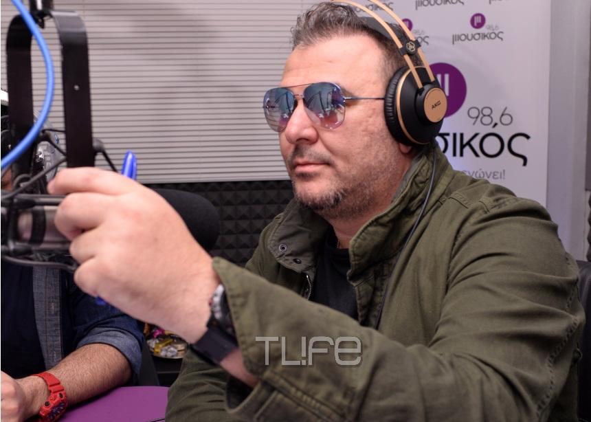 Αντώνης Ρέμος: Έκανε την πρώτη του ραδιοφωνική εκπομπή! Φωτογραφίες | tlife.gr