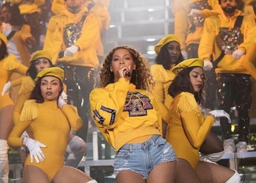 Η Beyonce ξεσήκωσε την Coachella! Ανέβηκε στη σκηνή ντυμένη Κλεοπάτρα [pics,vid] | tlife.gr