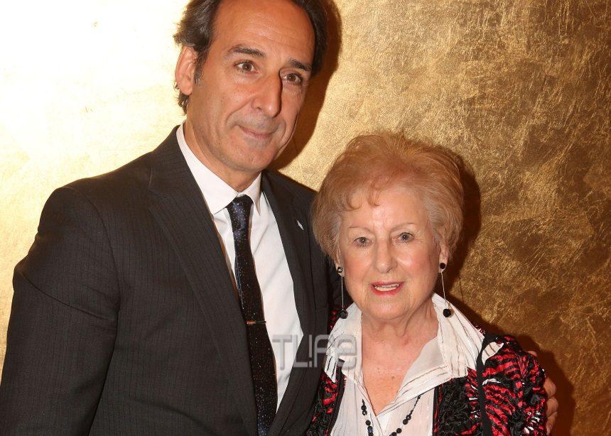Ο βραβευμένος με Όσκαρ Alexandre Desplat στην Ελλάδα! Παρέλαβε βραβείο μαζί με τη μητέρα του | tlife.gr