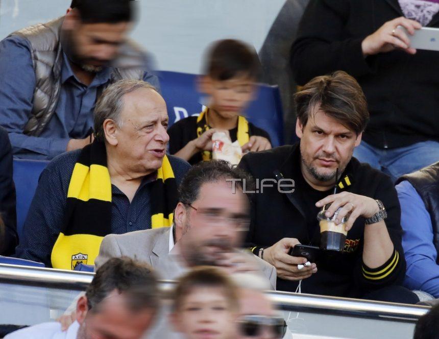 Πάνος Κιάμος: Στο γήπεδο με τον πατέρα του! [pics] | tlife.gr