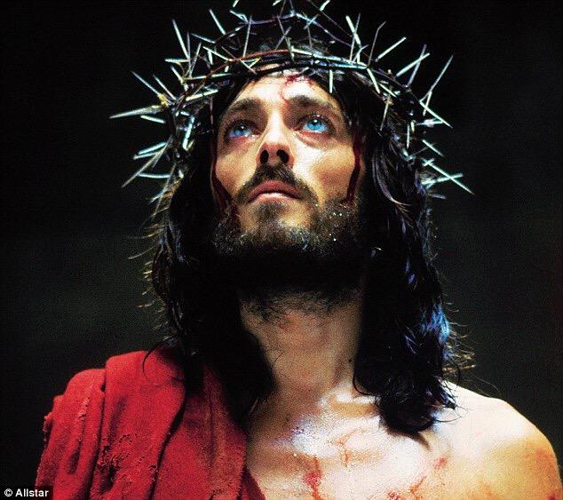 Ρόμπερτ Πάουελ: Δες πως είναι σήμερα ο τηλεοπτικός «Ιησούς»!   tlife.gr