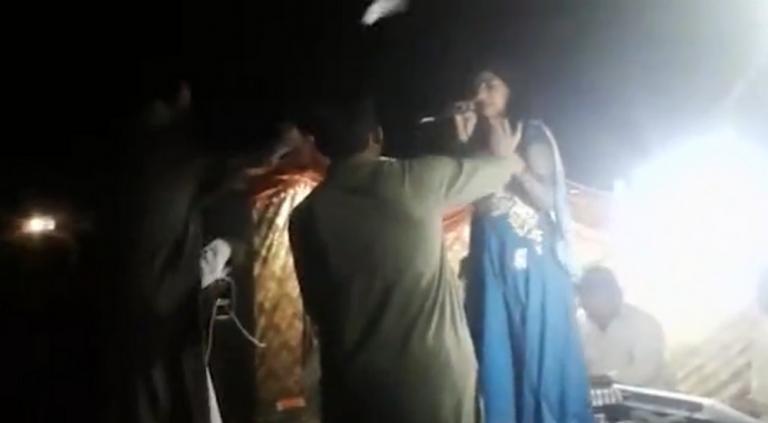Σοκαριστικό βίντεο! Εκτέλεσε εν ψυχρώ έγκυο τραγουδίστρια | tlife.gr