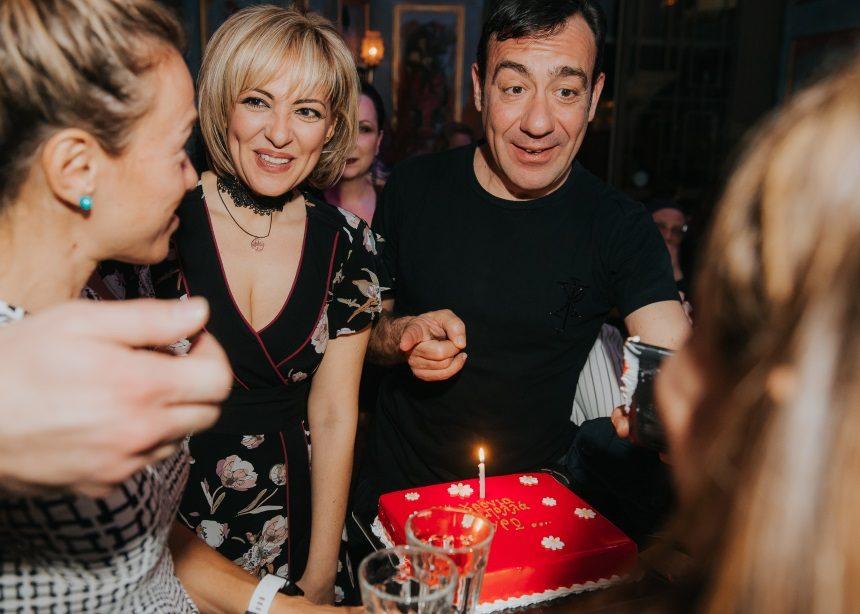 Υρώ Λούπη: Γιόρτασε μαζί με τον σύντροφό της, Σωτήρη Καλυβάτση και τους κολλητούς της   tlife.gr