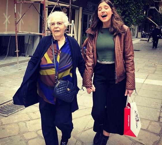Φωτεινή Αθερίδου: Η γιαγιά της και μητέρα του Θοδωρή Αθερίδη είναι σκέτη απόλαυση! Videos | tlife.gr