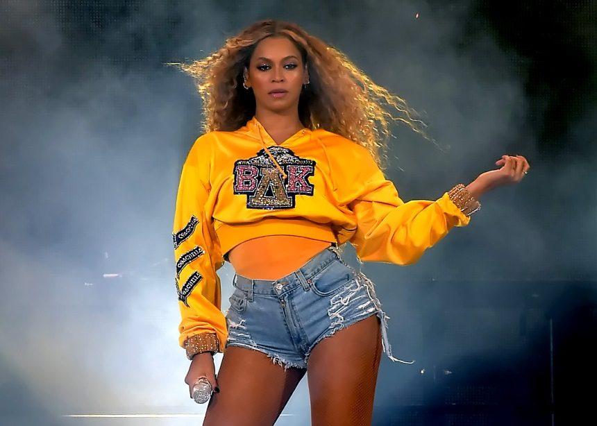 Η σούπερ εμφάνιση της Beyonce στο Coachella και τα τέλεια outfits που φόρεσε | tlife.gr