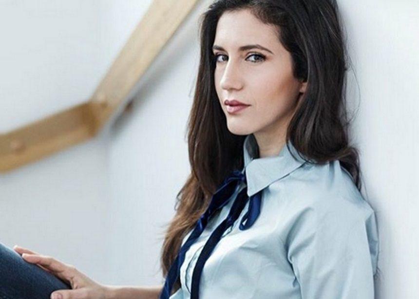 Ελένη Βαΐτσου: «Ένας άνδρας υποδυόταν τον μάνατζερ μου και ζητούσε διευθύνσεις από κοριτσάκια» | tlife.gr