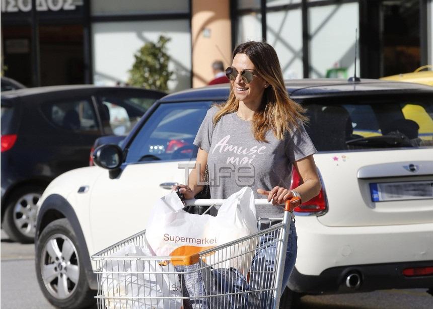 Έλλη Κοκκίνου: Για ψώνια στην Γλυφάδα με casual outfit! [pics]