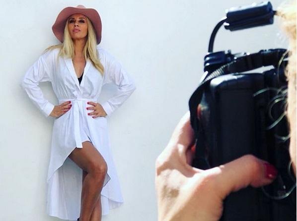 Γωγώ Μαστροκώστα: Γίνεται μοντέλο για τη συλλογή ρούχων της και είναι πιο εντυπωσιακή από ποτέ! [pics]