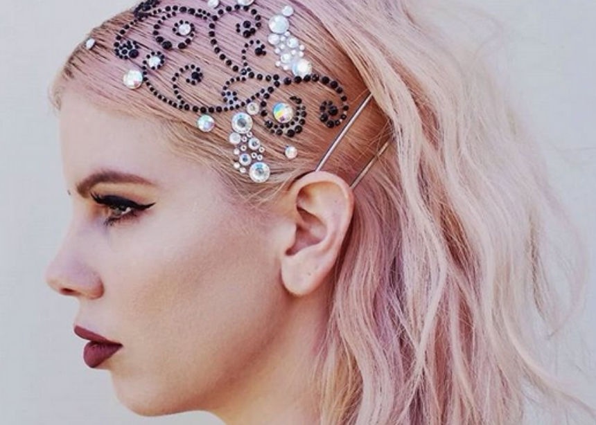 Jeweled Hair: το τελειότερο trend που έχουμε δει στο Coachella όλα αυτά τα χρόνια!
