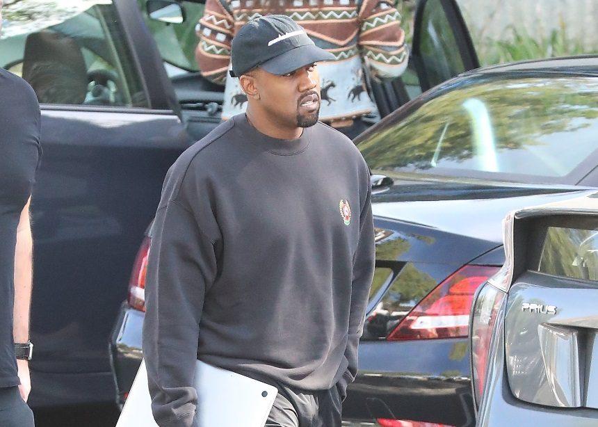 Ο Kanye West σχεδίασε αυτά τα παπούτσια και είναι ξεκάθαρα ό,τι πιο περίεργο έχουμε δει   tlife.gr