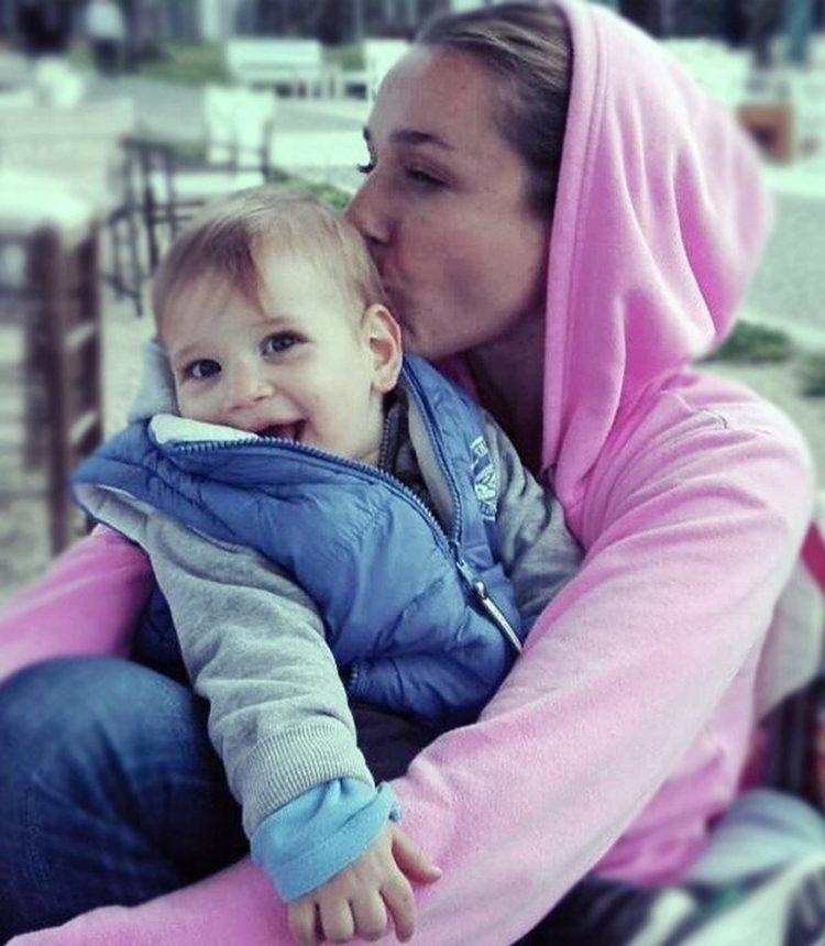 Σάκης Ρουβάς – Κάτια Ζυγούλη: Ο γιος τους Απόλλωνας έγινε 2 ετών! Δες τον να σβήνει το κεράκι στην τούρτα του! | tlife.gr