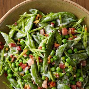 Ζεστή σαλάτα με φασόλια και αρνί