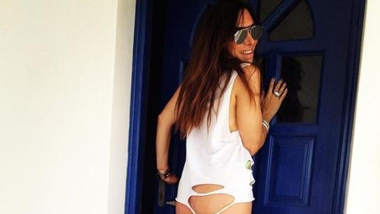 Μάγκυ Χαραλαμπίδου: Ποζάρει μόνο με ένα μπλουζάκι… και ρίχνει το instagram! [pics] | tlife.gr