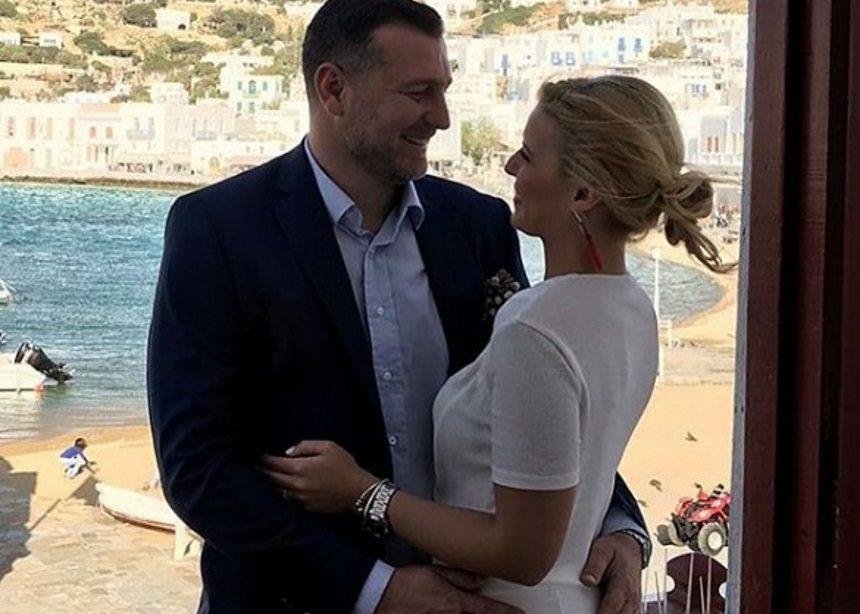 Παντρεύτηκε η δημοσιογράφος Μαίρη Πολλάλη με τον γνωστό επιχειρηματία Μάνο Ρουσουνέλο στην Μύκονο! [pics]   tlife.gr