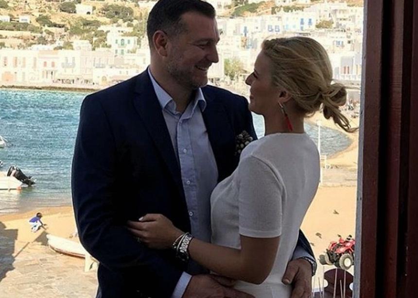 Παντρεύτηκε η δημοσιογράφος Μαίρη Πολλάλη με τον γνωστό επιχειρηματία Μάνο Ρουσουνέλο στην Μύκονο! [pics] | tlife.gr