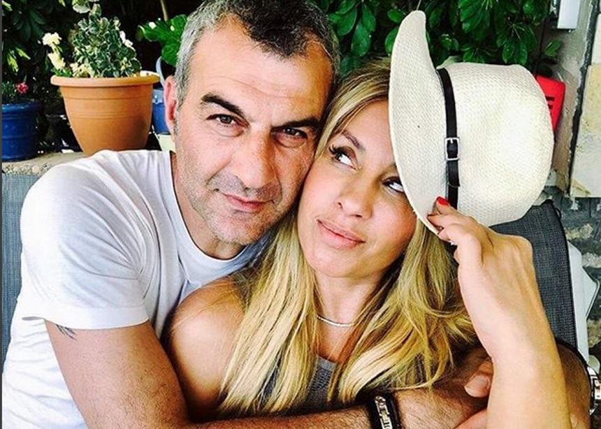 Γωγώ Μαστροκώστα: Βόλτες με τον Τραϊανό Δέλλα στις παραλίες που μεγάλωσε [pics]