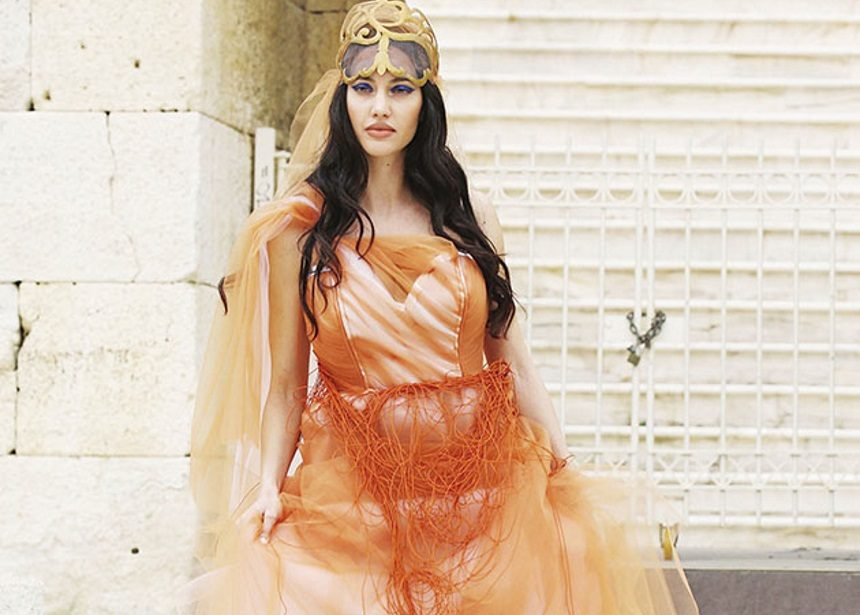Ξετρελαμένος με την Ελληνίδα Τζολί ο γιος του Τσαβλίρη | tlife.gr