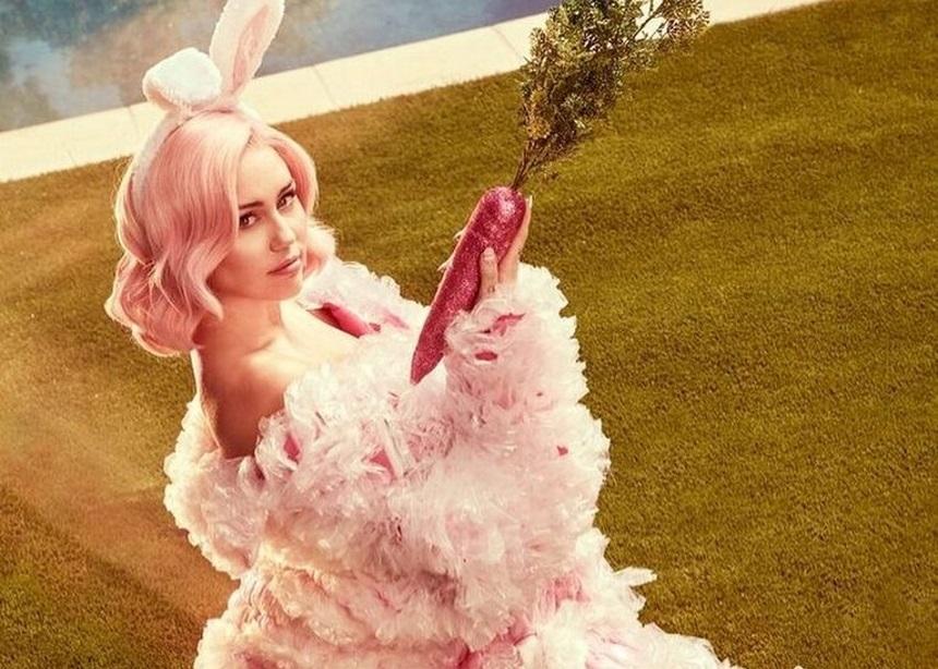 Η Miley Cyrus σχεδιάσει sneakers με έμπνευση από την Disco (hint: έχουν glitters και είναι τέλεια) | tlife.gr