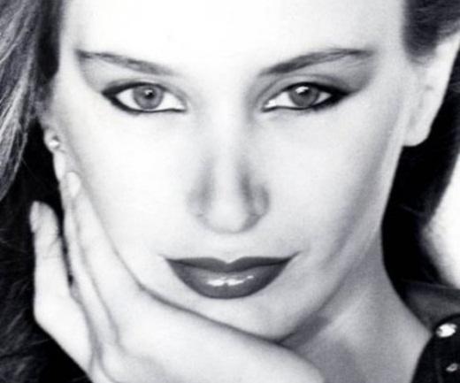 Ο μύθος της μόδας Λάουρα Ντε Νίγκρις εγκαταστάθηκε στην Ελλάδα! Τα εντυπωσιακά χτενίσματα από τον Τρύφωνα Σαμαρά – Backstage φωτογραφίες και βίντεο | tlife.gr