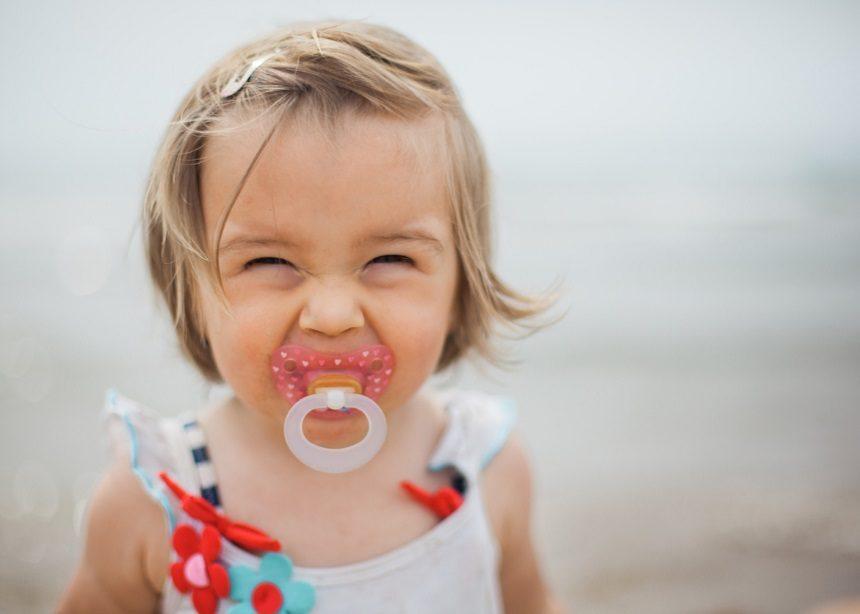 Μωρό και πιπίλα: Πέντε μύθοι γύρω από την πιπίλα και τη χρήση της και γιατί να τους αγνοήσεις   tlife.gr