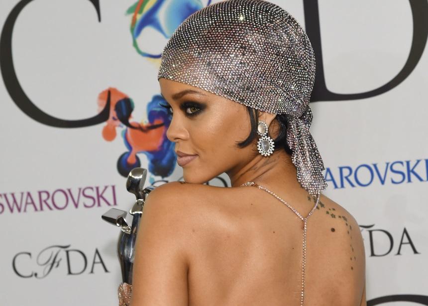 Η Rihanna φόρεσε το πιο περίεργο αξεσουάρ που είδαμε στο Coachella
