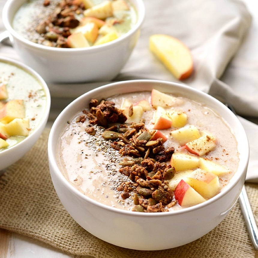 Smoothie bowl με μήλο και κανέλα