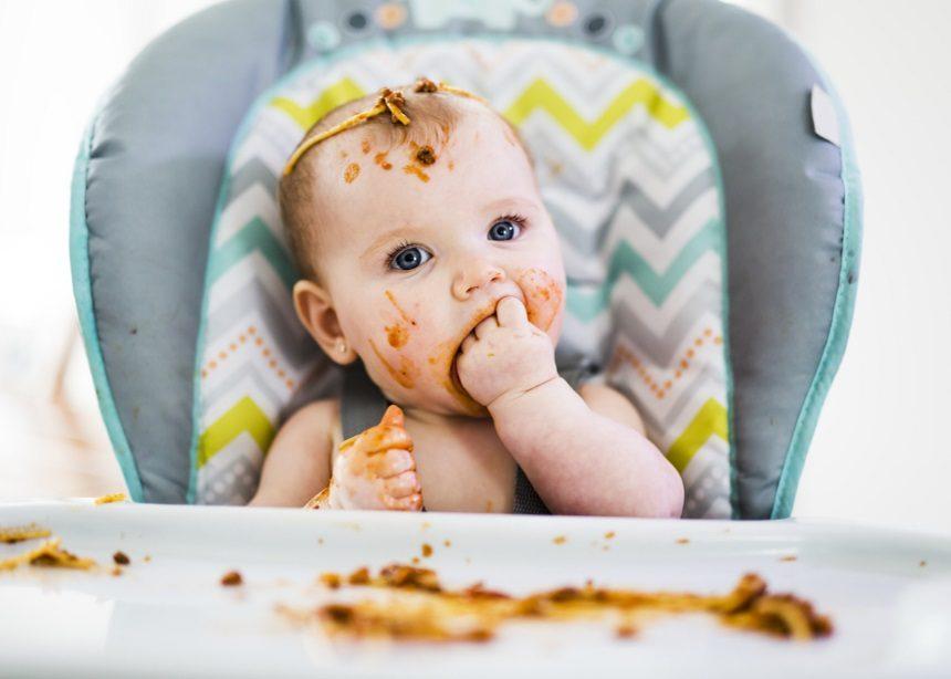 1c5e59f8fbe Τι πρέπει να τρώει το μωρό από έξι έως 12 μηνών και πώς εισάγουμε τις  στερεές τροφές