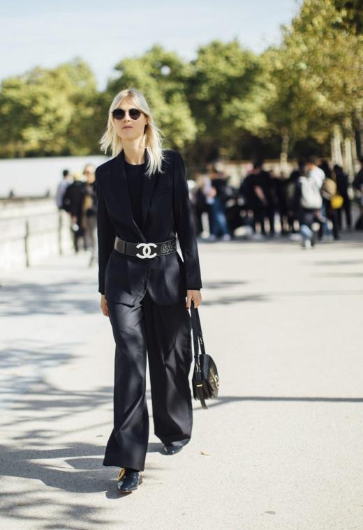 Παρίσι με ζώνη πάνω από το σακάκι | tlife.gr